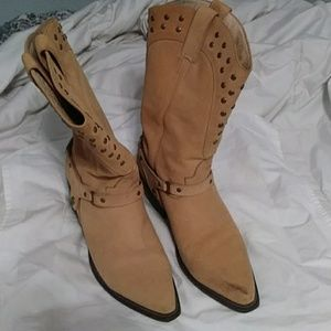 Womens...Saks cowboy boots with grommet details!